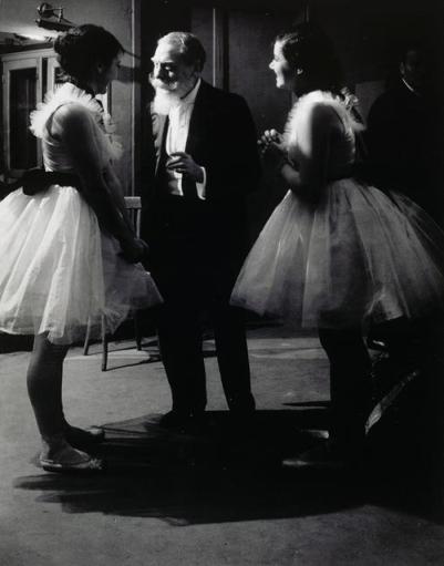 Brassaï -  Signatário da Ópera Garnier e duas bailarinas, 1936-7