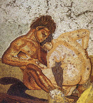 sátiro e ninfa nos prelúdios do sexo. mosaico de pompeia.