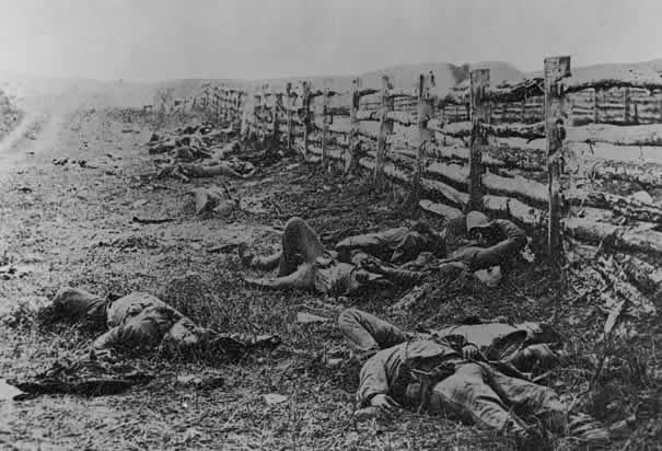 soldados confederados mortos: batalha de antietam (1862, foto de alexander gardner)