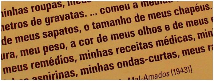 """""""Os três mal-amados"""", no Museu da Língua Portuguesa."""