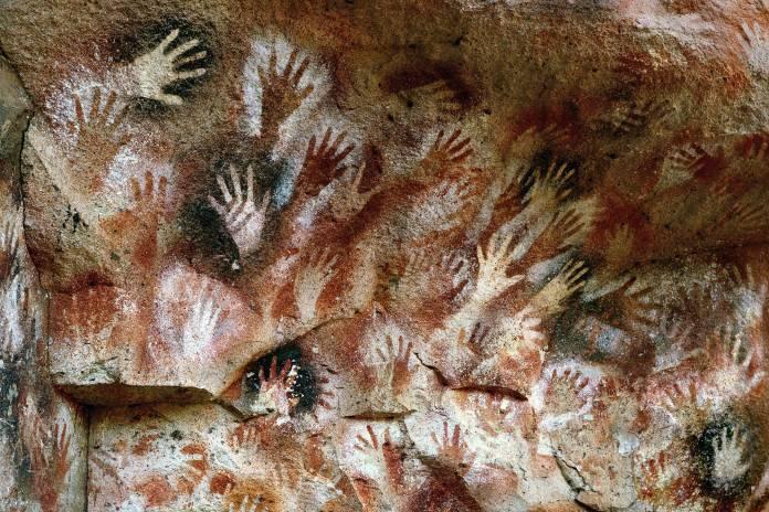 Cueva de las Manos, situada em Río Pinturas, na província de Santa Cruz, 163 km ao sul da cidade de Perito Moreno, Patagônia. Foto de Rocío Lator